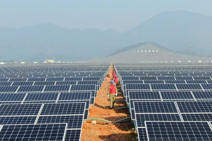 Trung Quốc ngưng trợ cấp ngành năng lượng mặt trời vào năm 2021 - Ảnh 1.