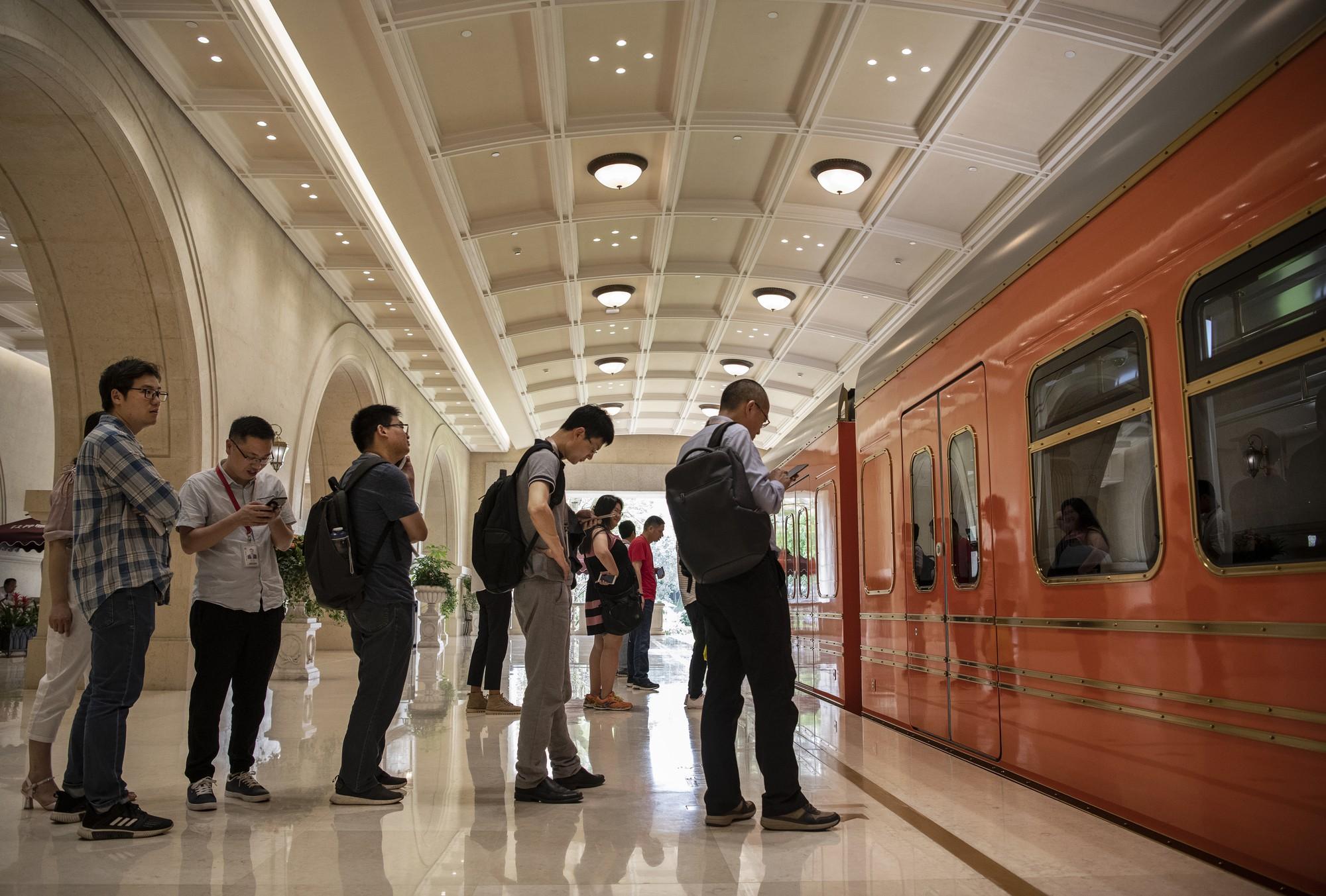 Đại bản doanh tỉ đô của Huawei: Gần 60.000 nhân viên không dùng tiền mặt, ngắm thiên nga đen và chụp ảnh sống ảo khi rảnh rỗi - Ảnh 15.