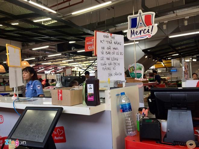 Bị tố bán hàng giá gần gấp đôi nơi khác, Auchan nói khách nhầm lẫn - Ảnh 2.