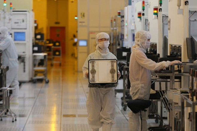 Nhà sản xuất bán dẫn lớn nhất Trung Quốc muốn hủy niêm yết chứng khoán tại Mỹ sau 15 năm giao dịch - Ảnh 1.