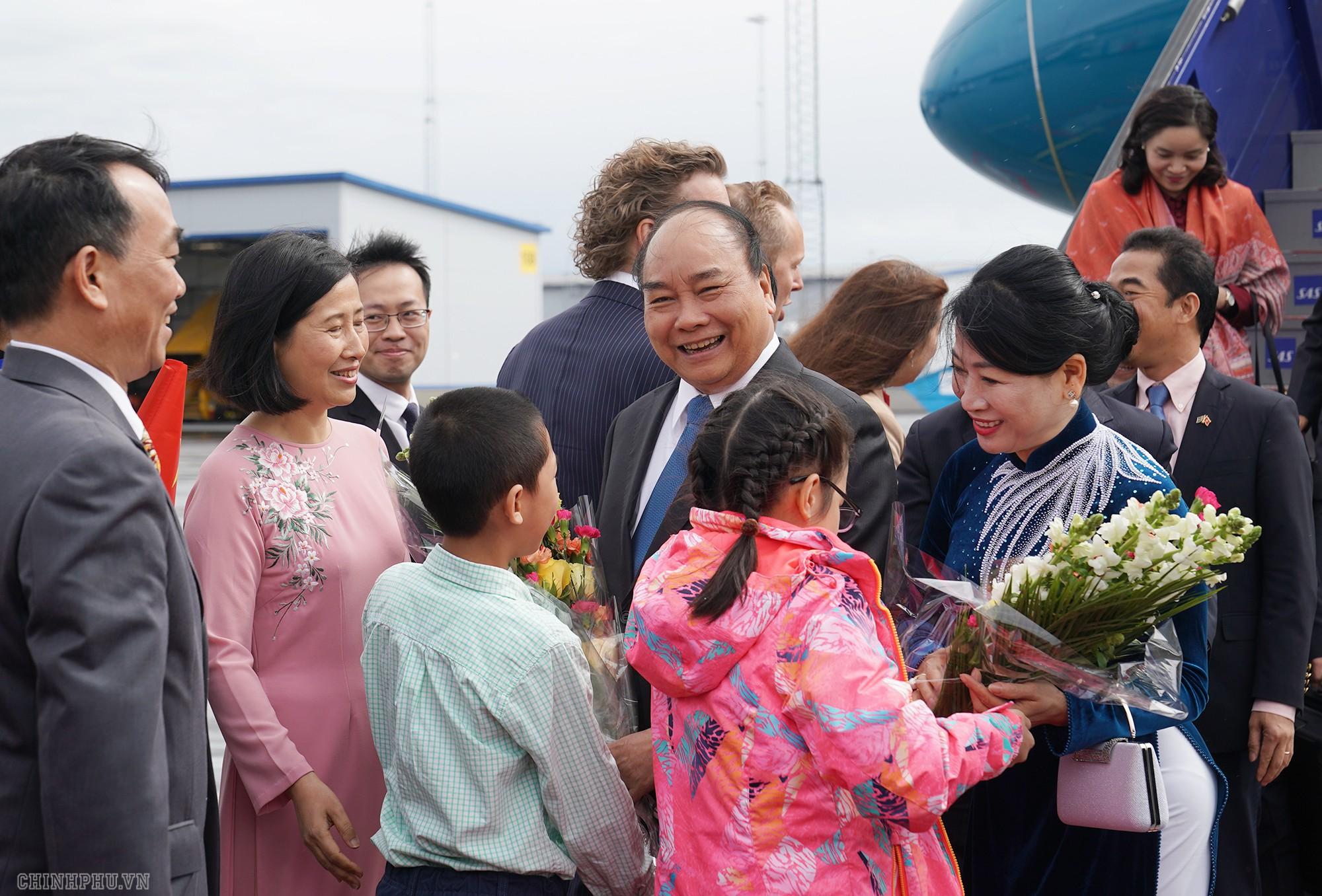 Thủ tướng đến Stockholm, bắt đầu thăm chính thức Thụy Điển - Ảnh 3.