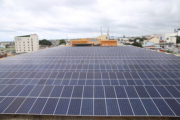 Giá điện tăng, nhu cầu lắp điện mặt trời tăng gấp 10 lần - Ảnh 1.