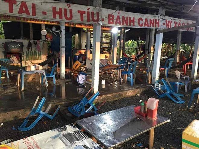 Chặt chém rồi đánh khách chảy máu đầu, quán ăn ở Long An bị đập phá - Ảnh 2.