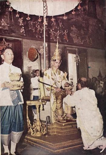 Lễ đăng quang của Quốc vương Thái Lan diễn ra thế nào? - Ảnh 4.