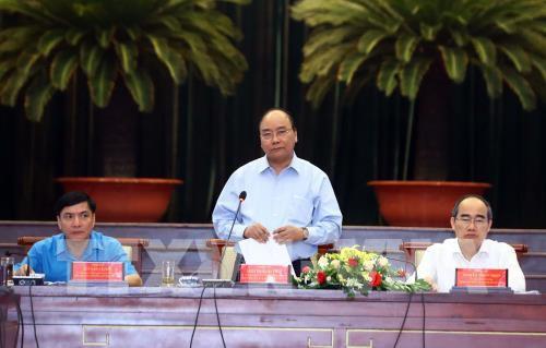 Thủ tướng Nguyễn Xuân Phúc đối thoại với công nhân, người lao động - Ảnh 2.
