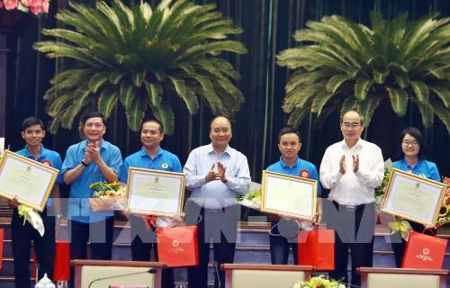 Thủ tướng Nguyễn Xuân Phúc đối thoại với công nhân, người lao động - Ảnh 3.