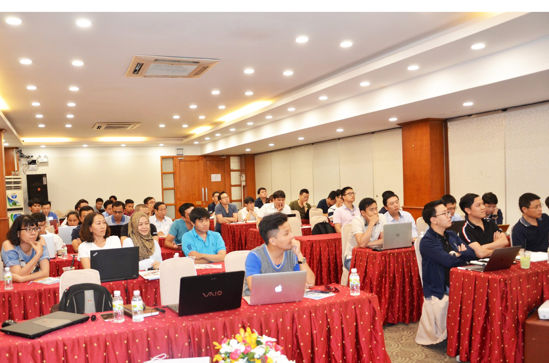 Câu chuyện chuyên gia tư vấn quỹ ngoại trở thành thầy truyền bí kíp cho nhà đầu tư trên TTCK Việt Nam - Ảnh 1.