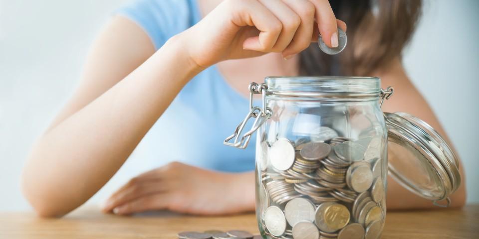So sánh lãi suất ngân hàng mới nhất tháng 5: Gửi tiết kiệm 9 tháng, chọn ngân hàng nào? - Ảnh 1.