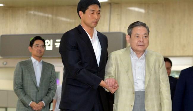Giá trị tài sản của những người đứng đầu các tập đoàn gia đình Hàn Quốc tăng chóng mặt  - Ảnh 1.