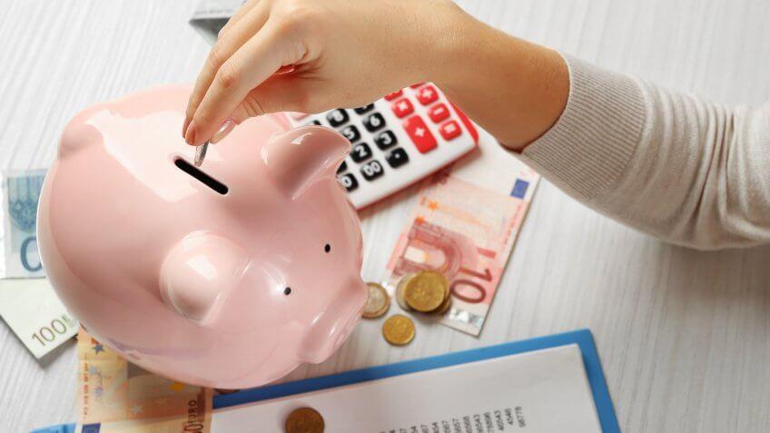 So sánh lãi suất ngân hàng kì hạn 1 năm: Tháng 5 rồi gửi tiết kiệm ở đâu? - Ảnh 1.
