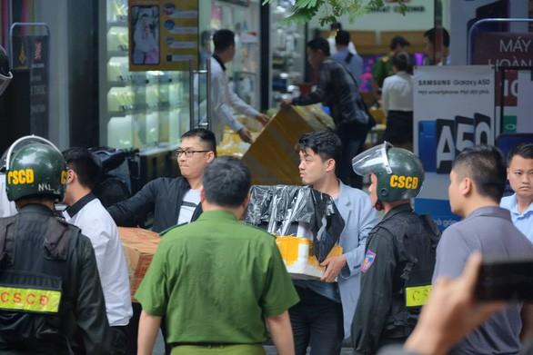 Khám xét chuỗi cửa hàng điện thoại Nhật Cường - Ảnh 5.