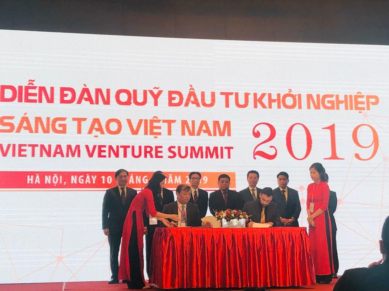 Phó Thủ tướng Vũ Đức Đam: Không ngăn doanh nghiệp Việt Nam ra nước ngoài lập công ty, nhưng đừng để họ phải ra nước ngoài vì qui định của chúng ta  - Ảnh 1.
