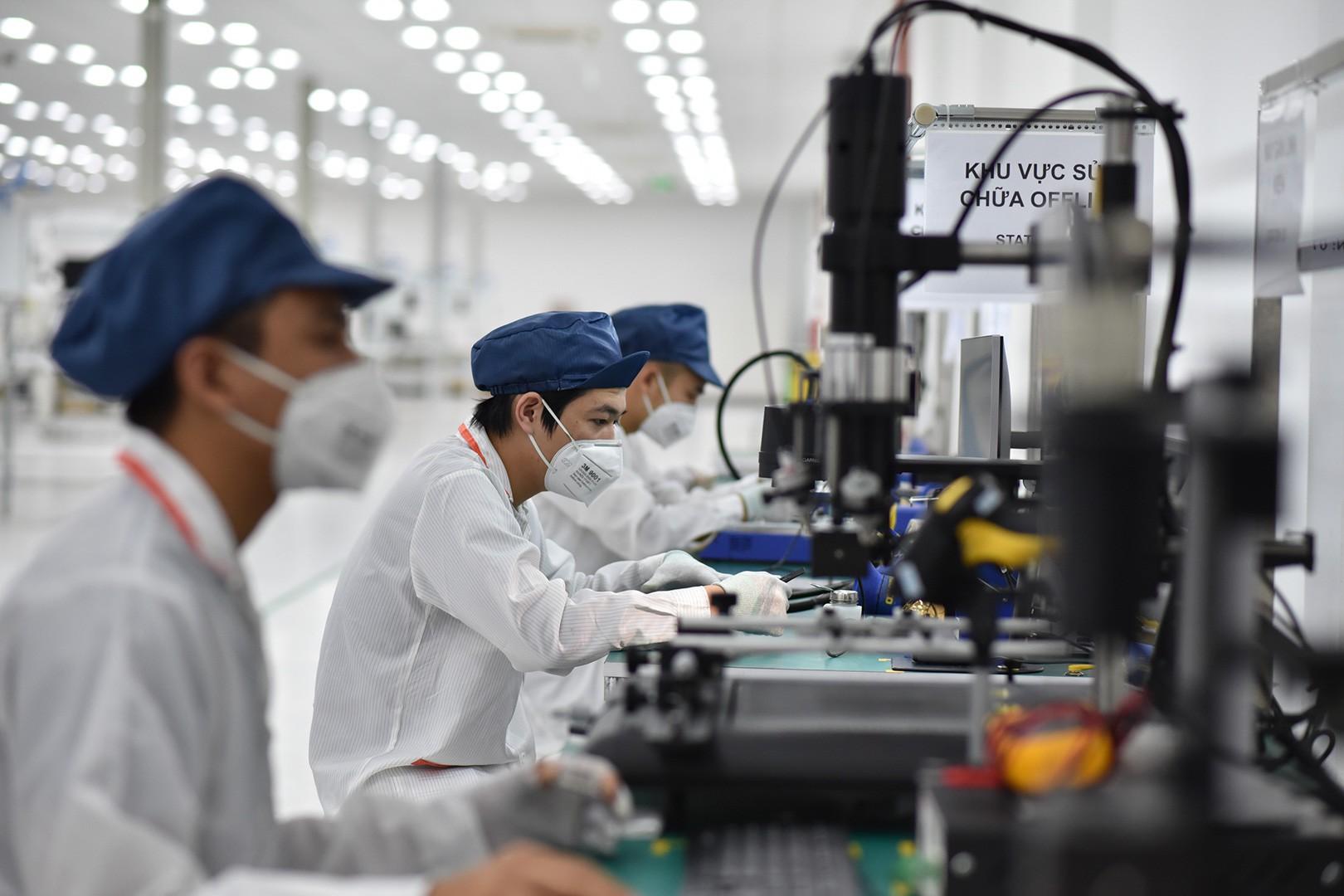 VinSmart động thổ nhà máy sản xuất điện thoại công suất 125 triệu chiếc/năm tại Hòa Lạc - Ảnh 2.