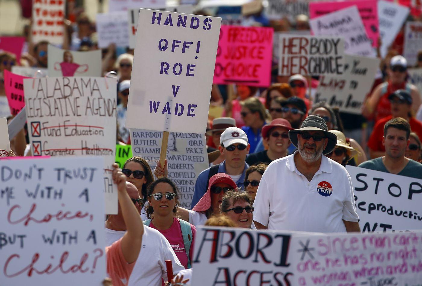 Giới điều hành doanh nghiệp Mỹ bức xúc với phong trào cấm phá thai, lo ngại ảnh hưởng xấu tới kinh doanh - Ảnh 1.
