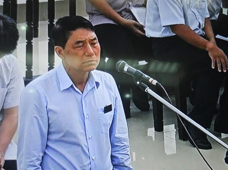 Chủ tọa truy vấn cựu thứ trưởng Bộ Công an Trần Việt Tân - Ảnh 1.