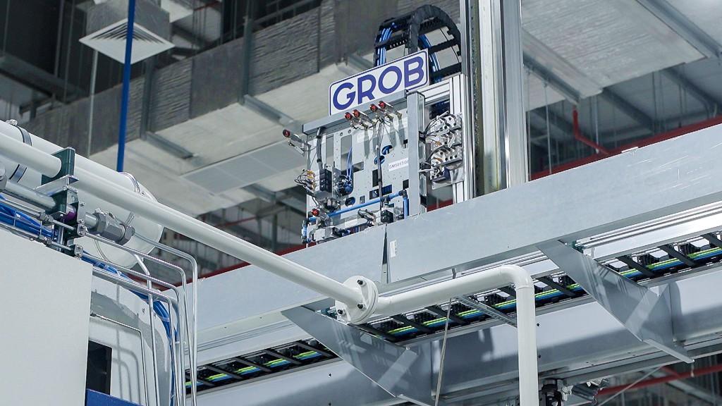 Máy móc của hãng Grob tại xưởng động cơ