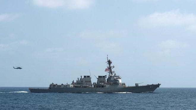 Mỹ điều tàu chiến tên lửa dẫn đường đến điểm nóng trên vịnh Oman - Ảnh 1.