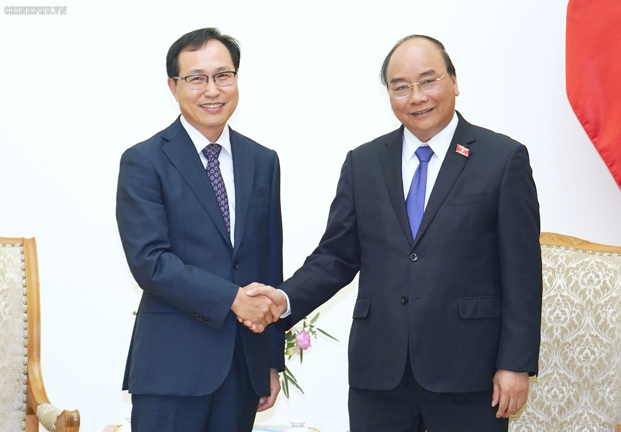 Thủ tướng ủng hộ Samsung xây dựng trung tâm nghiên cứu và phát triển tại Việt Nam - Ảnh 1.