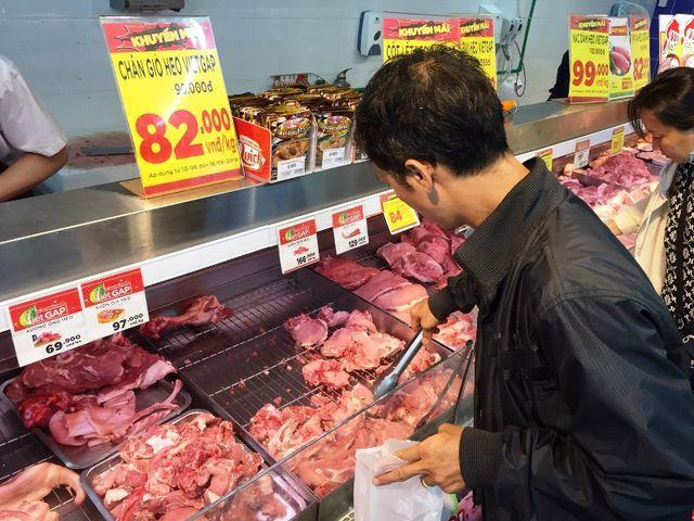 TP HCM: Nhiều siêu thị đồng loạt giảm giá thịt heo giữa 'bão táp' dịch tả - Ảnh 2.