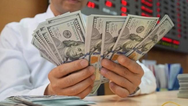 Giá USD ngân hàng 'lao dốc' trước thềm cuộc họp của Fed - Ảnh 1.
