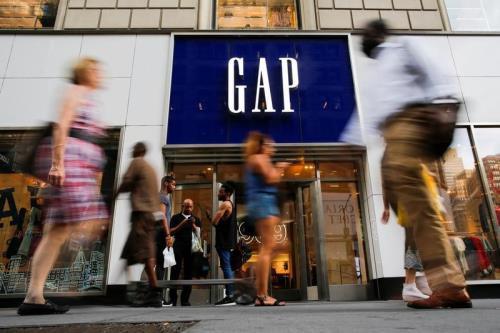'Lối đi riêng' của ngành thời trang giữa các tâm bão thương mại - Ảnh 1.