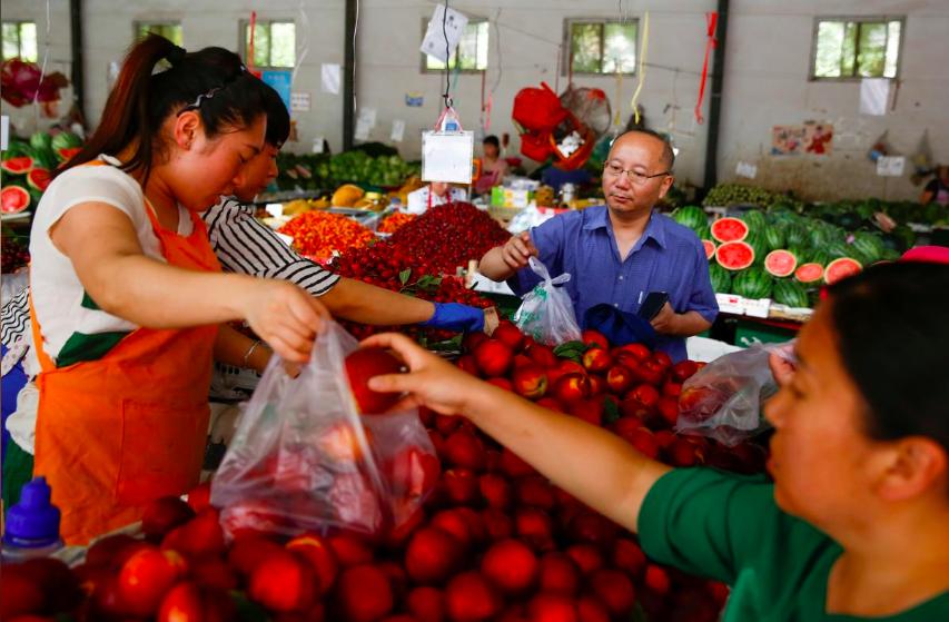 Giá trái cây tại Trung Quốc tăng vọt vì thời tiết, chiến tranh thương mại  - Ảnh 4.