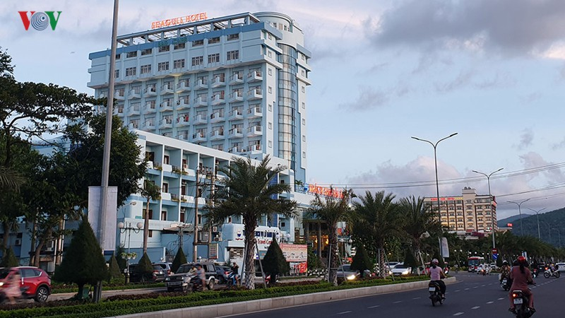 Bình Định di dời 3 khách sạn lớn, trả lại bờ biển cho dân - Ảnh 1.  Bình Định di dời 3 khách sạn lớn, trả lại bờ biển cho dân photo 1 15600906463161425895729
