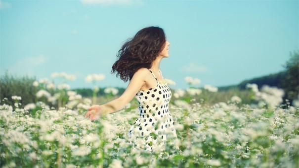 happy-woman-in-flower-field