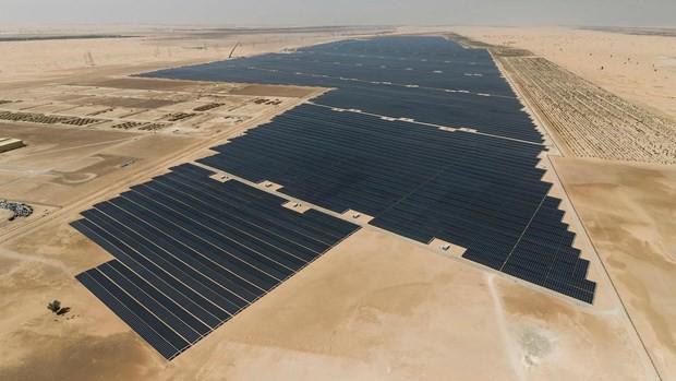 Dự án điện mặt trời lớn nhất thế giới của UAE chính thức được vận hành - Ảnh 1.