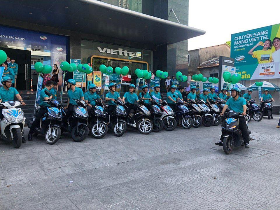 Nhân viên Viettel Post chuẩn bị cho buổi roadshow của MyGo