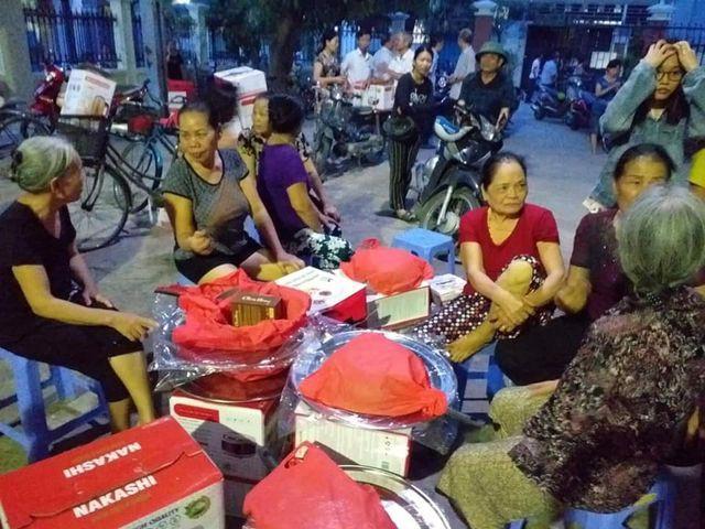 Dân vây công ty bán hàng vì nghi mua phải hàng dỏm - Ảnh 1.