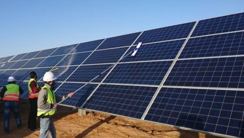 Thủ tướng yêu cầu kiểm tra phản ánh về phát triển điện mặt trời - Ảnh 1.