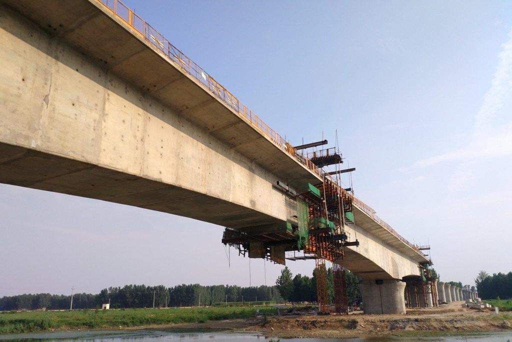 Trung Quốc gánh khoản nợ khổng lồ vì đường sắt cao tốc - Ảnh 2.