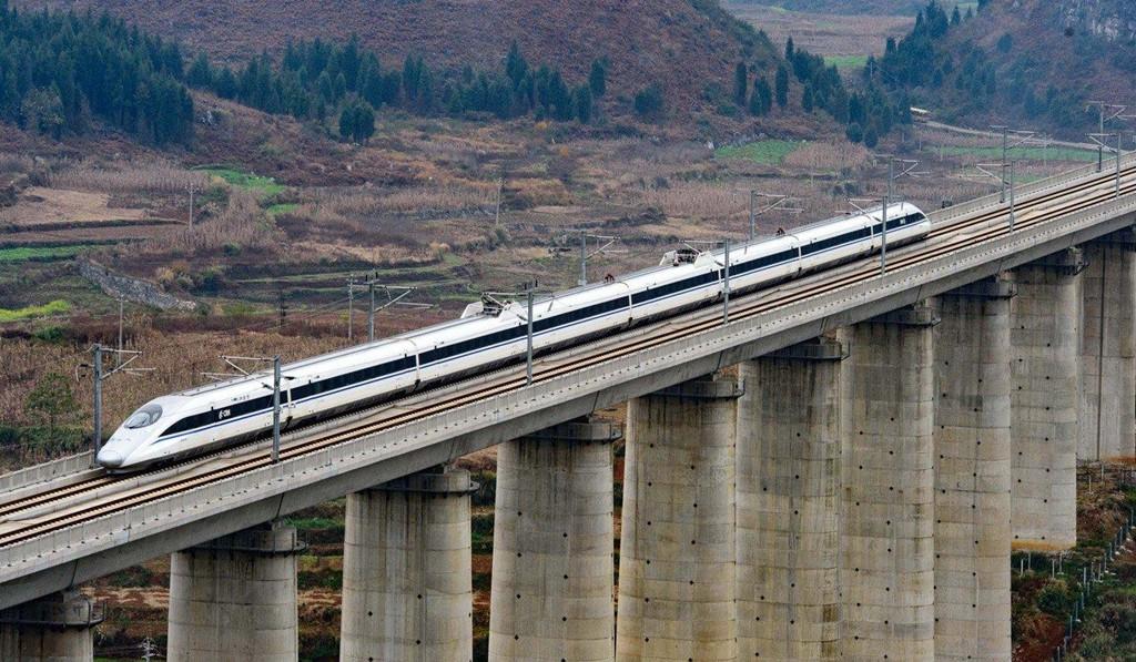 Trung Quốc gánh khoản nợ khổng lồ vì đường sắt cao tốc - Ảnh 3.