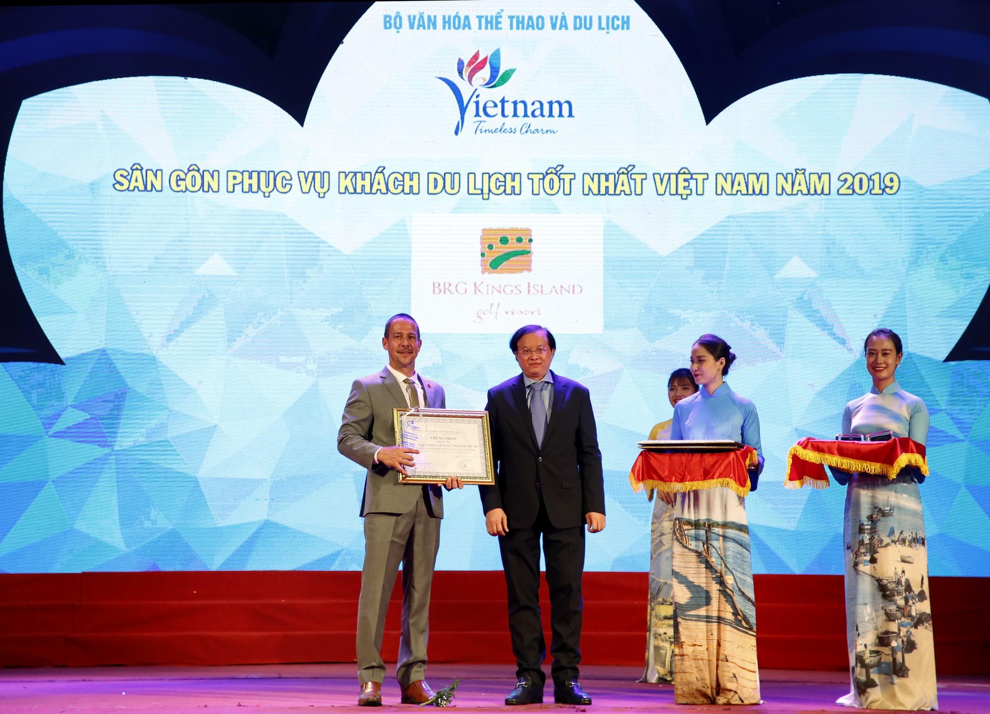 Ông Evans Mahoney nhận giải sân gôn phục vụ khách du lịch tốt nhất Việt Nam 2019 cho sân BRG Kings Island Golf Resort