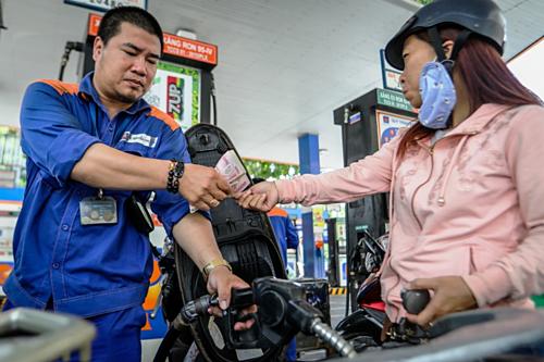 Giá xăng có thể tăng mạnh vào ngày mai - Ảnh 1.