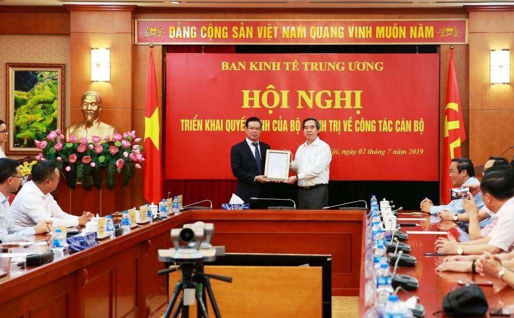 https://cdn.vietnambiz.vn/2019/7/2/avatar1562074691385-1562074691385484061216.jpg