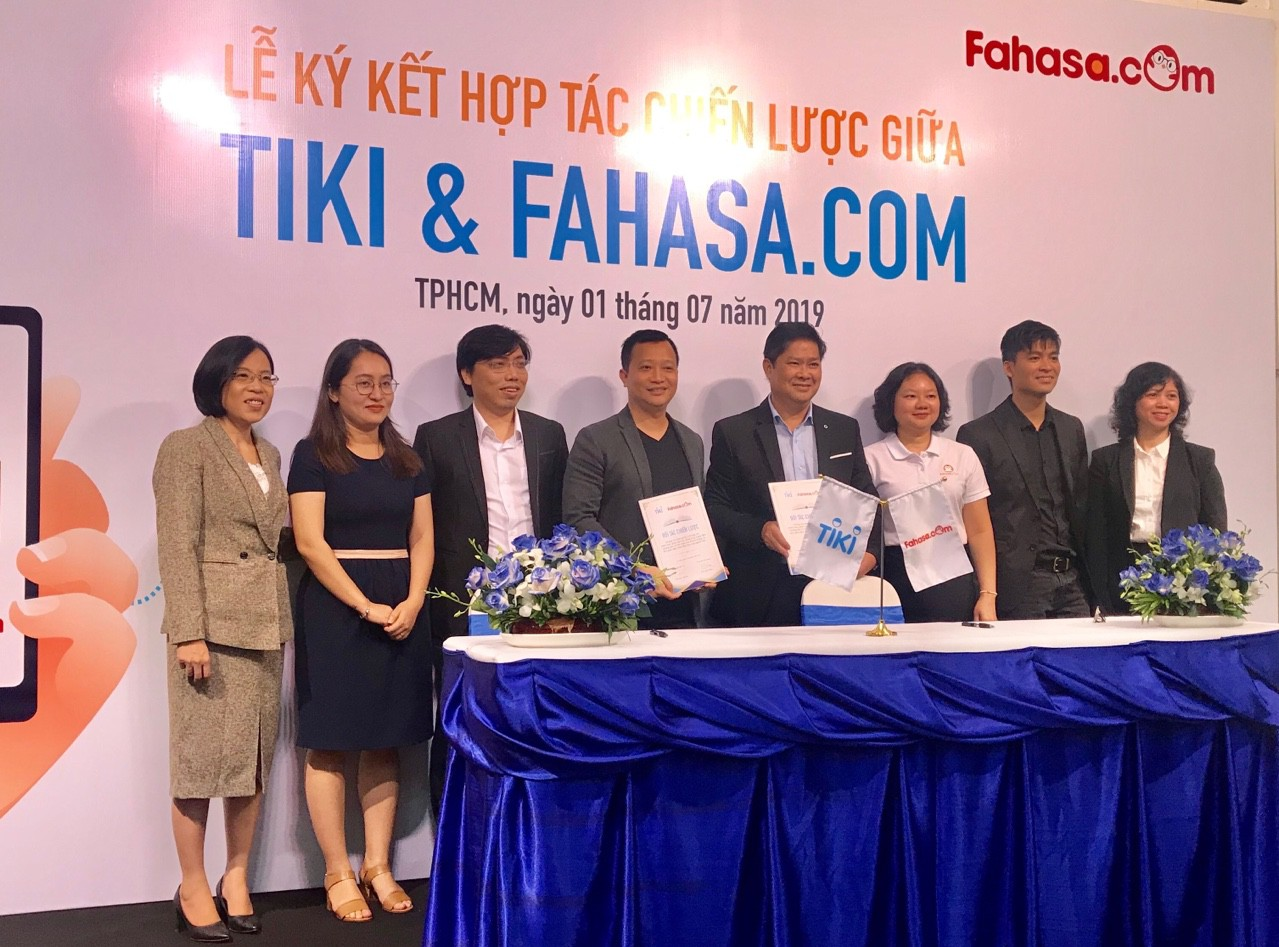 Mô hình kinh doanh Fahasa và Tiki hợp tác cùng nhau
