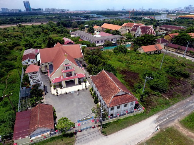 Vận động Nhà thờ Thủ Thiêm giao đất làm đường ven sông Sài Gòn - Ảnh 2.