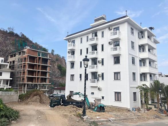 Cho 3 tầng xây thành 5-10 tầng, Nha Trang buộc tháo dỡ hàng chục biệt thự sai phạm - Ảnh 1.