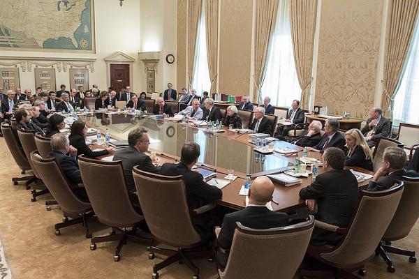 Hai quan chức Fed không đồng ý cắt giảm lãi suất là ai ? - Ảnh 1.