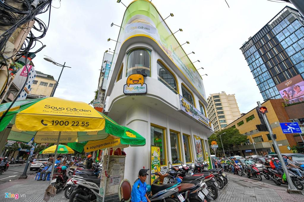 Ngã 6 Phù Đổng ở Sài Gòn có gì để các thương hiệu ồ ạt đổ về - Ảnh 3.
