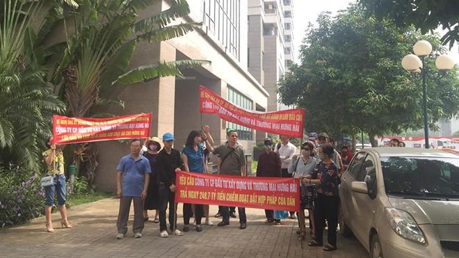 Khách hàng 'vây' trụ sở đòi gần 250 tỉ đã mua đất 'dự án ma' ở Hà Nội - Ảnh 1.