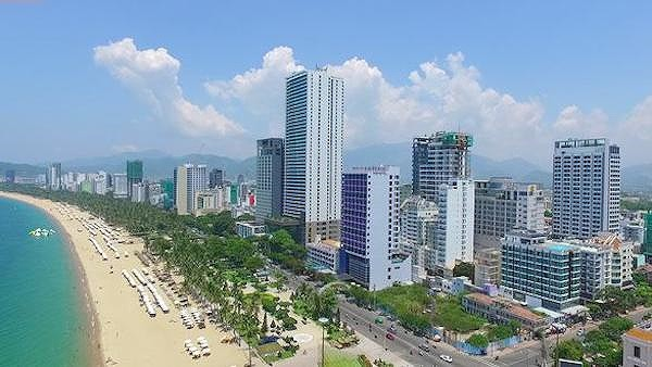 Nguy cơ 'bức tường cao ốc' ven biển Nha Trang - Ảnh 1.