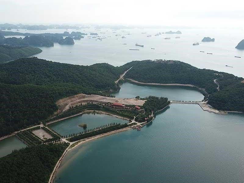 Thêm một 'biệt khu' trái phép ở vịnh Bái Tử Long - Ảnh 1.