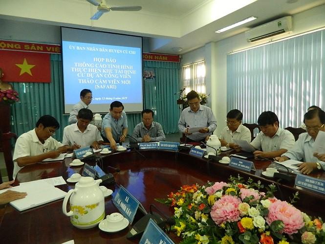 Hàng chục hộ dân ngăn cản thi công khu tái định cư Sài Gòn Safari - Ảnh 1.