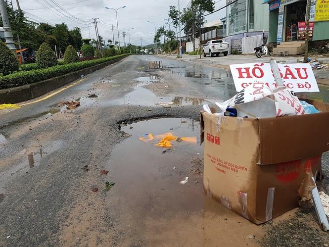 Đường trên đảo Phú Quốc bị tàn phá nghiêm trọng sau trận lụt lịch sử - Ảnh 2.