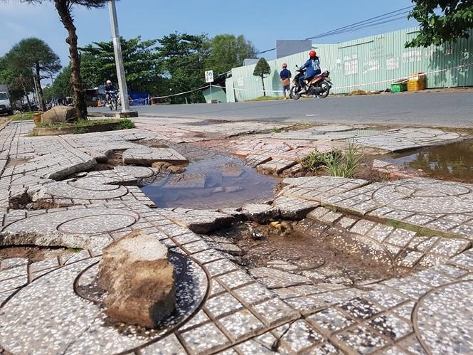 Đường trên đảo Phú Quốc bị tàn phá nghiêm trọng sau trận lụt lịch sử - Ảnh 5.