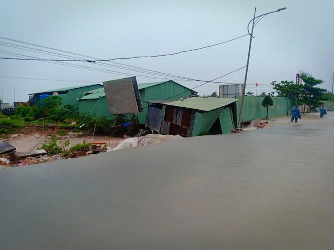 Đường trên đảo Phú Quốc bị tàn phá nghiêm trọng sau trận lụt lịch sử - Ảnh 9.