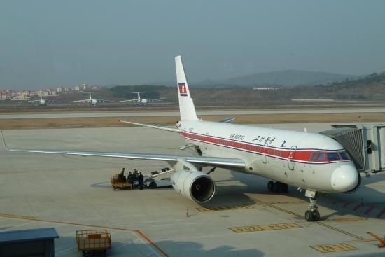 Triều Tiên mở lại một đường bay tới Trung Quốc sau 3 năm - Ảnh 1.